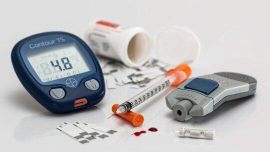 Cukrzyca a nietrzymanie moczu – jak o siebie zadbać?